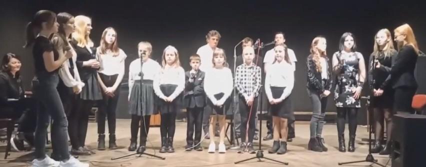 Koncert z okazji Dnia Niepodległości wyemitowany przez eSTeDe. Mieszkańcy powiatu uczcili ten dzień