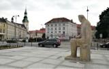 Pomnik Adama Asnyka w Kaliszu. Rzeźba została odsłonięta 61 lat temu ZDJĘCIA