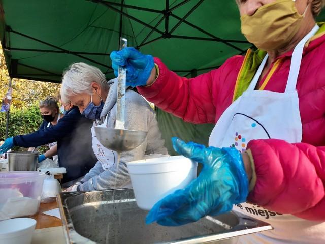 Międzynarodowy Dzień Walki z Głodem w Kaliszu. Rozdali tysiąc porcji żuru