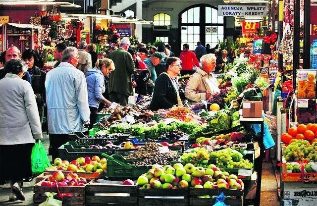 Klienci w Hali Targowej dopytują się o polskie warzywa