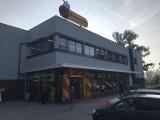 Jedyna taka Biedronka we Wrocławiu. Ma dwa piętra i wielki outlet przemysłowy. Dzisiaj (15.09.) otwarcie!