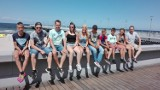 Grupa wychowanków z Domu Dziecka w Pleszewie po przejechaniu 500 kilometrów dotarła nad polskie morze