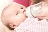 Jakie akcesoria do karmienia niemowlęcia warto mieć w domu?
