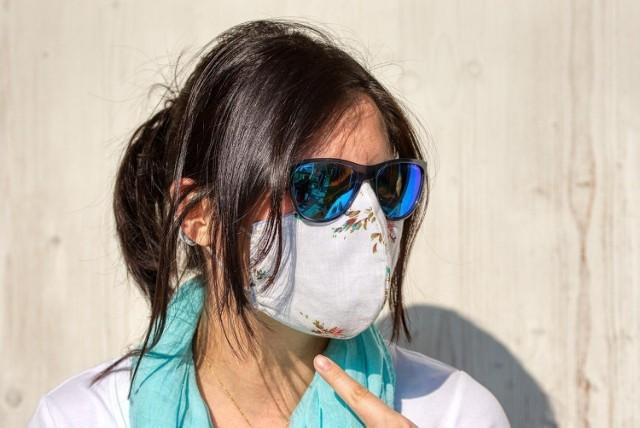 Obowiązek noszenia maseczek ochronnych lub zakrywania twarzy w inny sposób zostanie z nami nawet na dwa lata?