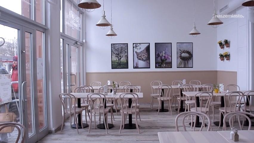 Kuchnia Za ścianą Kolejka Na Otwarciu Nowego Lokalu W