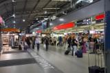 """Lotnisko w Modlinie ze wzrostem pasażerów. Ponad 200 tys. podróżnych w lipcu. W siatce połączeń pojawią się """"niezaprzeczalne hity"""""""