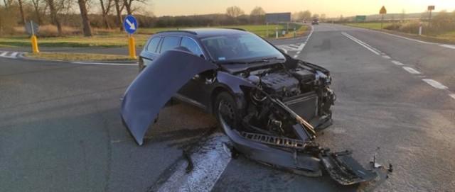 Na drodze krajowej w okolicach Pleśna (gmina Gubin) doszło do zderzenia dwóch samochodów.