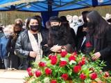 Pogrzeb Krzysztofa Krawczyka. Ostatnia droga piosenkarza na cmentarzu w Grotnikach. Premier Morawiecki na pogrzebie 11.04.2021