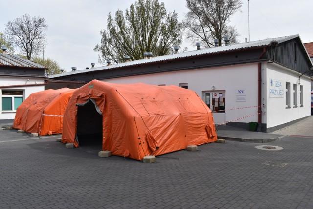 Przed Izbą Przyjęć szpitala Zachodniego Centrum Medycznego w Krośnie Odrzańskim stanęły namioty.