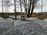 Internauci wyśmiewają nowy skatepark w Katowicach ZDJĘCIA A urząd broni nawierzchni z kostki