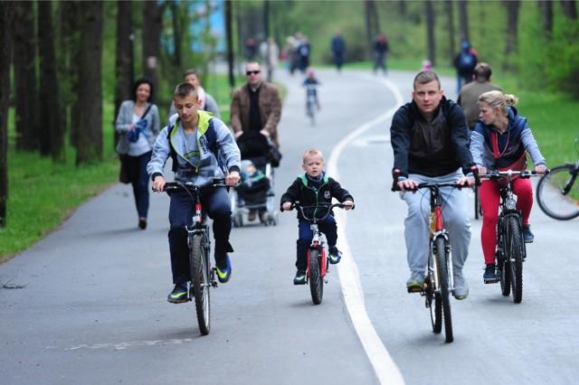 Na granicy Bydgoszczy i Osielska powstanie nowa ścieżka rowerowa o długości ponad dwóch kilometrów. W ramach inwestycji wybudowane zostaną również chodniki oraz przejścia dla pieszych, które poprawią bezpieczeństwo wszystkich uczestników ruchu. Sprawdźcie szczegóły >>>