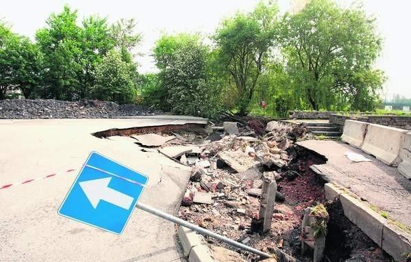 Zniszczona przez wielką wodę droga w Bieruniu