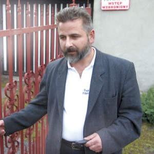 Od kilku lat w sądzie toczą się sprawy związane z drogą konieczną. Po wyroku znów pojawiły się problemy. Stanisław Drzewosiecki jest bezradny.