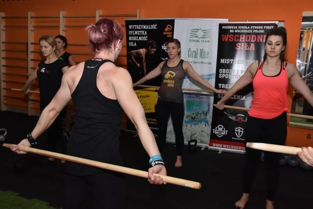 Otwarte ćwiczenia pod kierunkiem Alicji Gęsikowskiej z Sosnowca