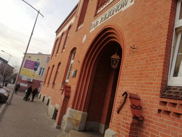 Do Sądu Rejonowego w Goleniowie skierowany został akt oskarżenia przeciwko 32-letniemu mężczyźnie, który w połowie sierpnia naubliżał policjantom, jednocześnie kierując wobec nich groźby karalne.