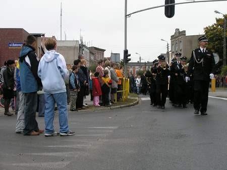 Orkiestra dęta przy jednostce OSP w Czersku uczestniczy w najważniejszych chwilach życia mieszkańców Czerska. Na zdjęciu przemarsz ulicami miasta podczas uroczystego odsłonięcia pomnika Jana Pawła II.