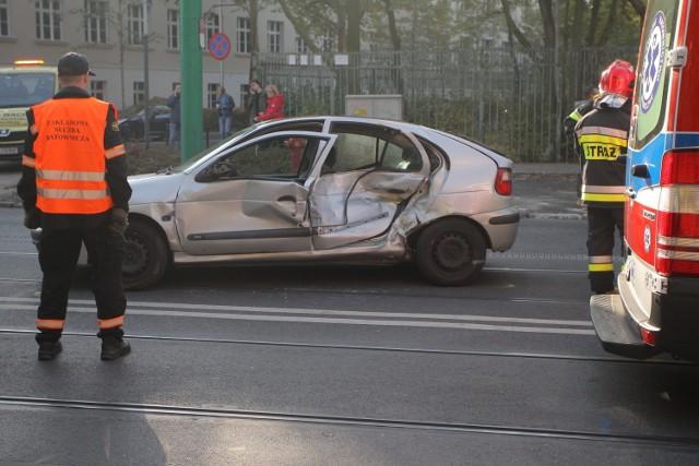 Uwaga, kierowcy jadący drogą krajową nr 10. W Przyłubiu niedaleko Solca Kujawskiego doszło do zderzenia trzech samochodów, w tym ciężarówki. Droga jest zablokowana i trzeba liczyć się z utrudnieniami w ruchu.    Piraci drogowi w regionie. Niemal doprowadzili do tragedii!  [wideo - program Stop Agresji Drogowej 4]