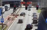 Wypadek przed tunelem w Katowicach. 63-letni kierowca zasnął za kierownicą i uderzył w barierki