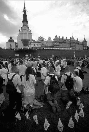 Na Jasnej Górze już w czerwcu rozpoczął się wzmożony ruch pielgrzymów i turystów. Foto: JACENTY DĘDEK