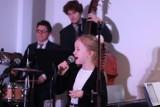 Świąteczne piosenki i kolędy w wykonaniu zespołu Gentle Swing dla Bartka Labrenza [FOTO, FILM]