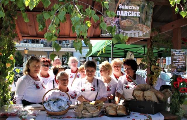 Gospodynie z sołectwa Barcice nie pierwszy raz serwują sądeczanom i turystom specjały kuchni lachowskiej