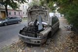 Legnica: Wraki aut zalegają na parkingach