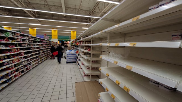 Mija rok od pierwszego przypadku koronawirusa w Polsce. Pamiętacie puste półki w sklepach w Piotrkowie?