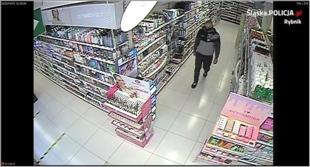 Ukradł perfumy w Rybniku o wartości 1700 złotych. Szuka go policja