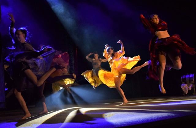 """W Teatrze Miejskim w Inowrocławiu obejrzeć można było premierowy spektakl akrobatyczno-taneczny """"Kopciuszek"""""""