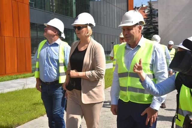 Otylia Jędrzejczak odwiedziła budowę olimpijskiego basenu Astoria w Bydgoszczy. Nowy basen jest już prawie gotowy. Bydgoszczanie będą mogli z niego skorzystać jeszcze w tym roku.  Zobacz zdjęcia ze środka budynku >>