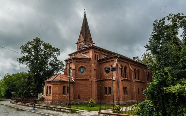 Mimo zakażenia wszystkich księży, parafia nadal działa