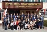 Zakończenie roku klas maturalnych Zespołu Szkół Ponadpodstawowych w Stąporkowie. Maturzyści odebrali świadectwa [ZDJĘCIA]