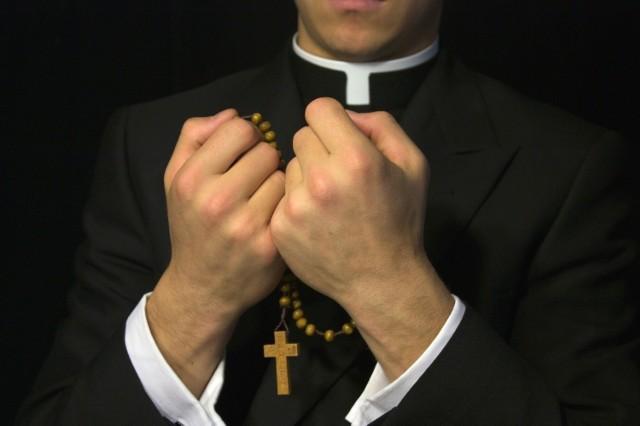 Artur Nowak mówi, że był molestowany przez dwóch duchownych