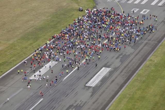 W nocy 17 maja 650 biegaczy będzie miało okazję przebiec się po ...