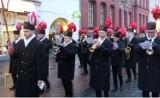 Orkiestra Górnicza KWK Wujek przeszła ulicami Katowic. Zobacz WIDEO I ZDJĘCIA [Barbórka 2018]