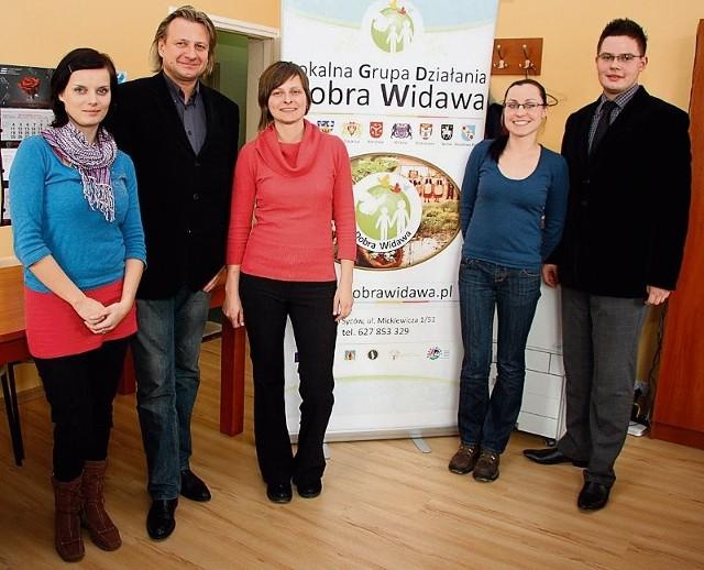 W sycowskim biurze stowarzyszenia pracują same młody osoby z naszego regionu i okolic Oleśnicy. W środku dyrektorka biura Aneta Fiskies