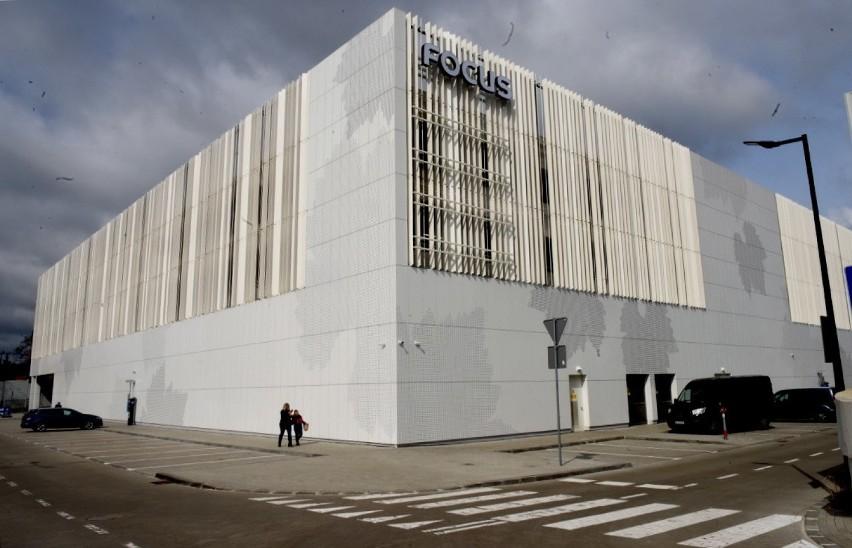 Ciągle trwa też rozbudowa galerii handlowej Focus Mall przy...