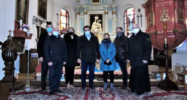 Renowacja zabytkowego ołtarza w kościele w Gomulinie