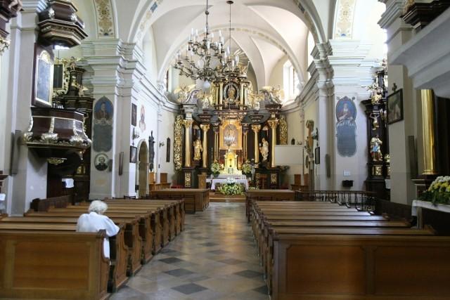 W klasztorze w Łagiewnikach w Łodzi zmarł kolejny zakonnik. W sobotę 17 października odszedł ojciec Bruno Kalinowski. Zaledwie we wtorek zmarł proboszcz parafii ojciec Marek Zienkiewicz. W klasztorze jest ognisko koronawirusa.  CZYTAJ DALEJ NA NASTĘPNYM SLAJDZIE