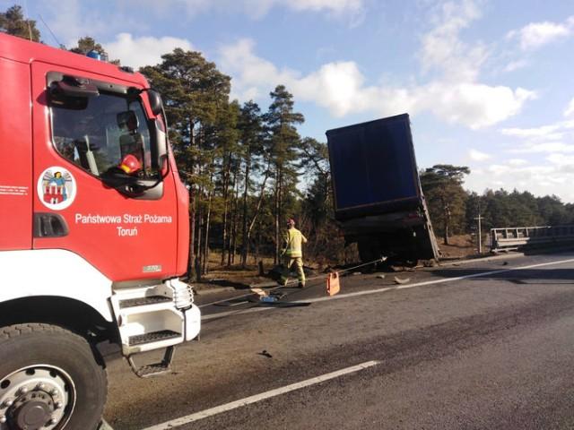 Wypadek na S-10 pod Toruniem. Jeden pojazd spadł z nasypu. Droga zablokowana!. Na śmigłowiec LPR. Zobacz zdjęcia!