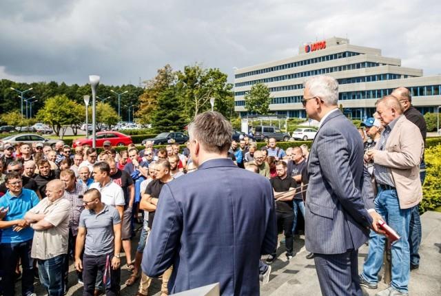 Pracownicy Lotosu protestowali przez siedzibą spółki (5.08.2019).