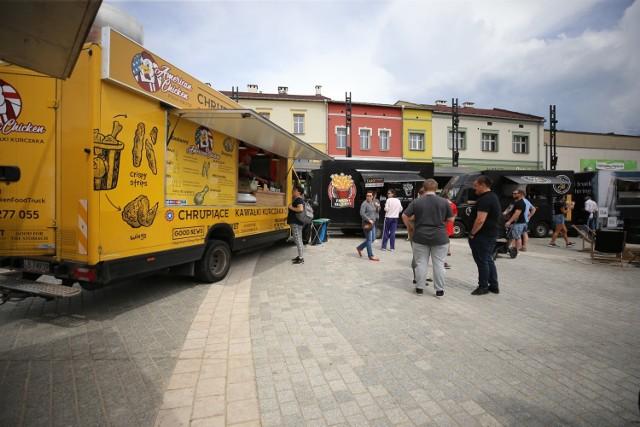 Po raz pierwszy od czasu wybuchu epidemii w Jaworznie pojawiły się food trucki Zobacz kolejne zdjęcia. Przesuwaj zdjęcia w prawo - naciśnij strzałkę lub przycisk NASTĘPNE