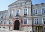 Wybory na burmistrza Woźnik wyraźnie wygrał Michał Aloszko, ale będzie druga tura. Znamy już radnych nowej kadencji