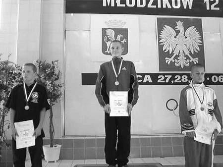 Paweł Spadło (pierwszy z prawej) dwukrotnie stanął na podium mistrzostw w Dębicy.