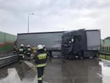 Kolizja na drodze S8 w Polichnie. Ciężarówka zatarasowała drogę - ZDJĘCIA