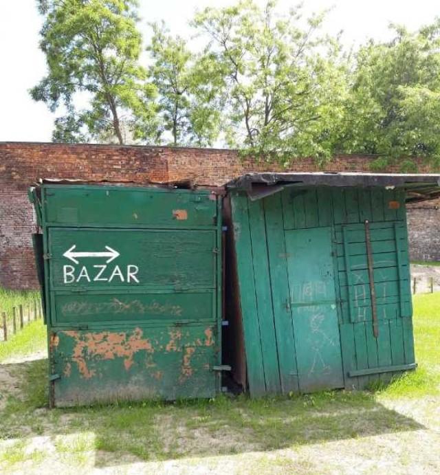 Tradycyjne, zachowane budki, które trafią do renowacji i wrócą na bazar