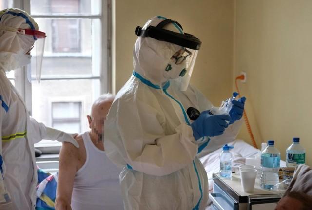 W poniedziałek 23 listopada potwierdzono 15002 nowych przypadków zakażeń koronawirusem