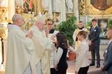 Bierzmowanie w kościele ojców bernardynów. Sakramentu udzieł ks.biskup Krzysztof Wętkowski ZDJĘCIA