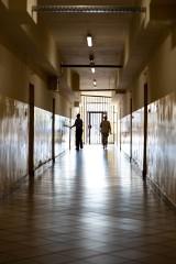 Życie za kratami w Kwidzynie. Co kryją mury kwidzyńskiego więzienia? Tak żyją osadzeni w ZK Kwidzyn
