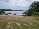 Nowy pokład pomostu nad jeziorem w Mikorowie. Już pod nikim nie zarwie się deska